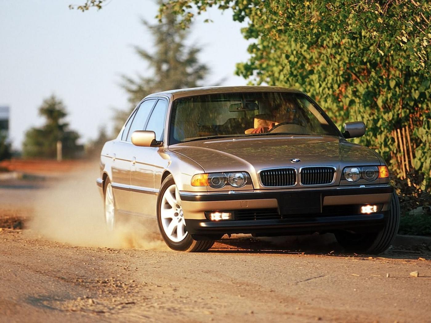 -BMW--E38-4.jpeg