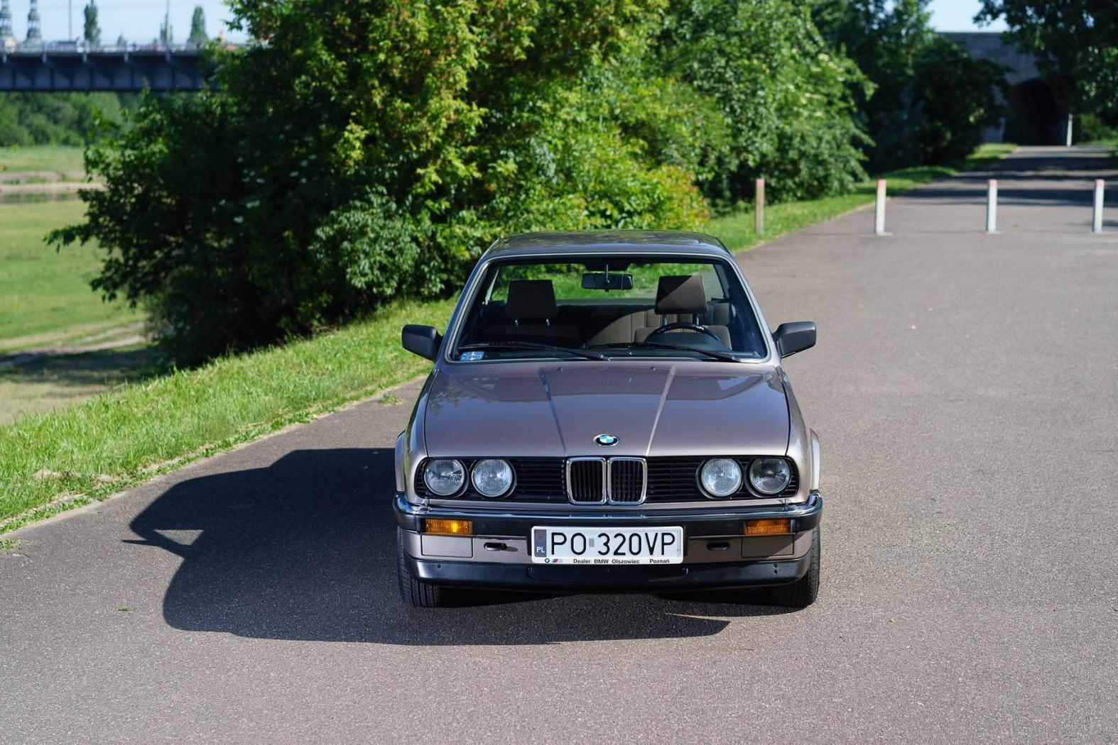 -BMW-Serie3-E30-.jpeg