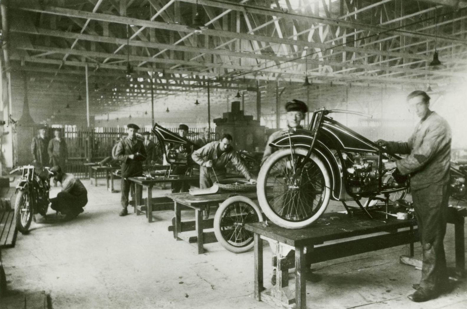 Assemblage-de-la-moto-BMW-R32-EN-1923.jpeg