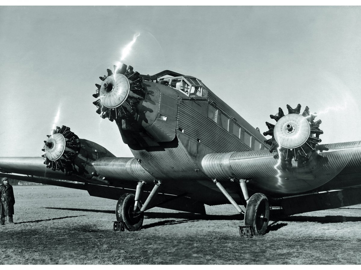 Avion-anime-par-3-moteurs-BMW-132-construit-sous-licence-de-Pratt--Whitney.jpg