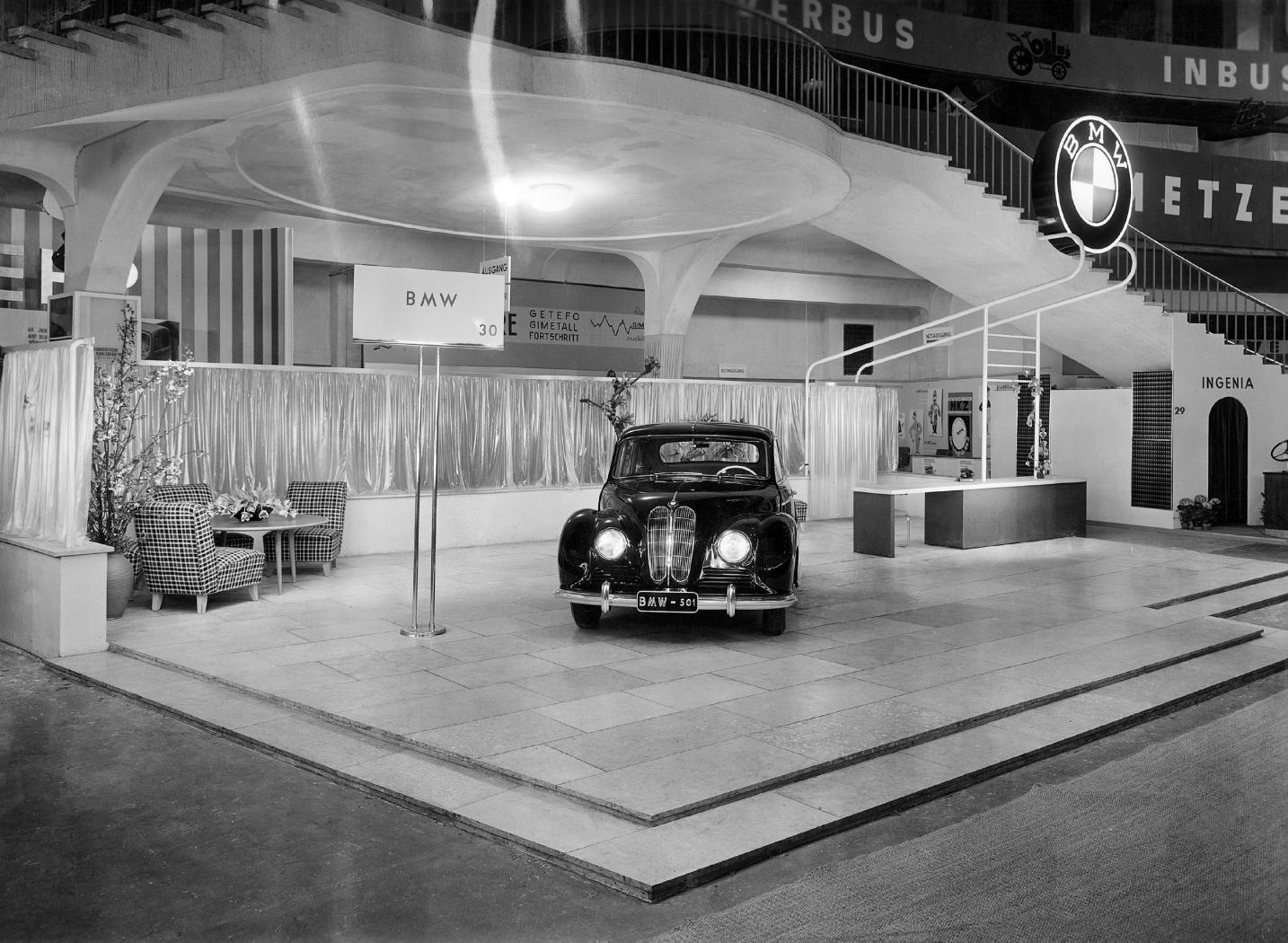 BMW-501-au-salon-de-Francfort-1951.jpeg