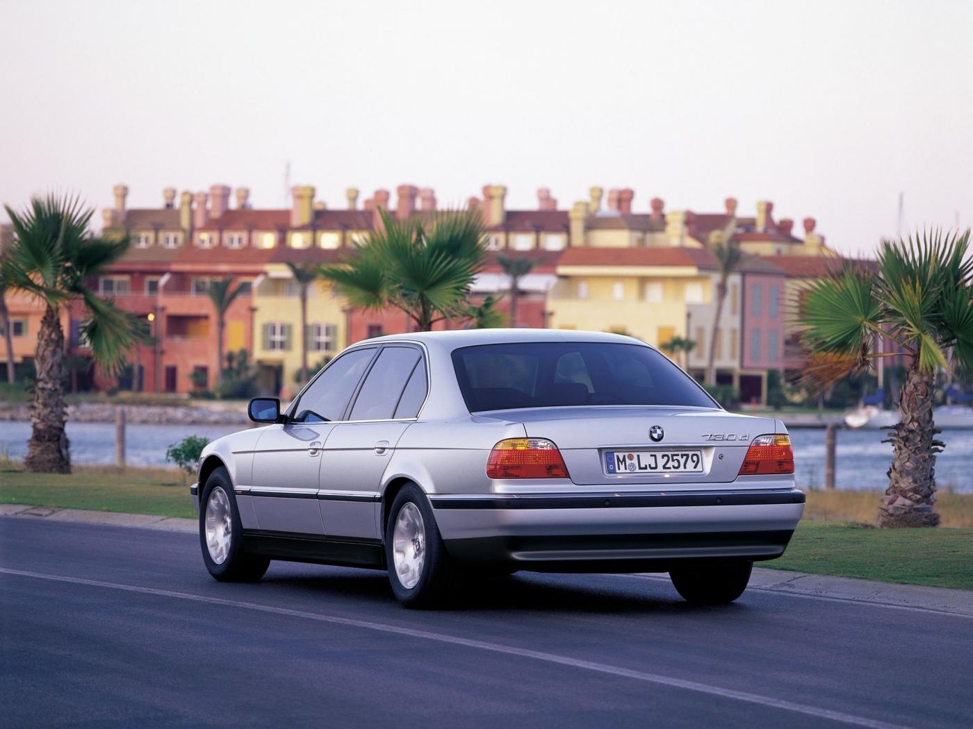 BMW-E38-8.jpeg