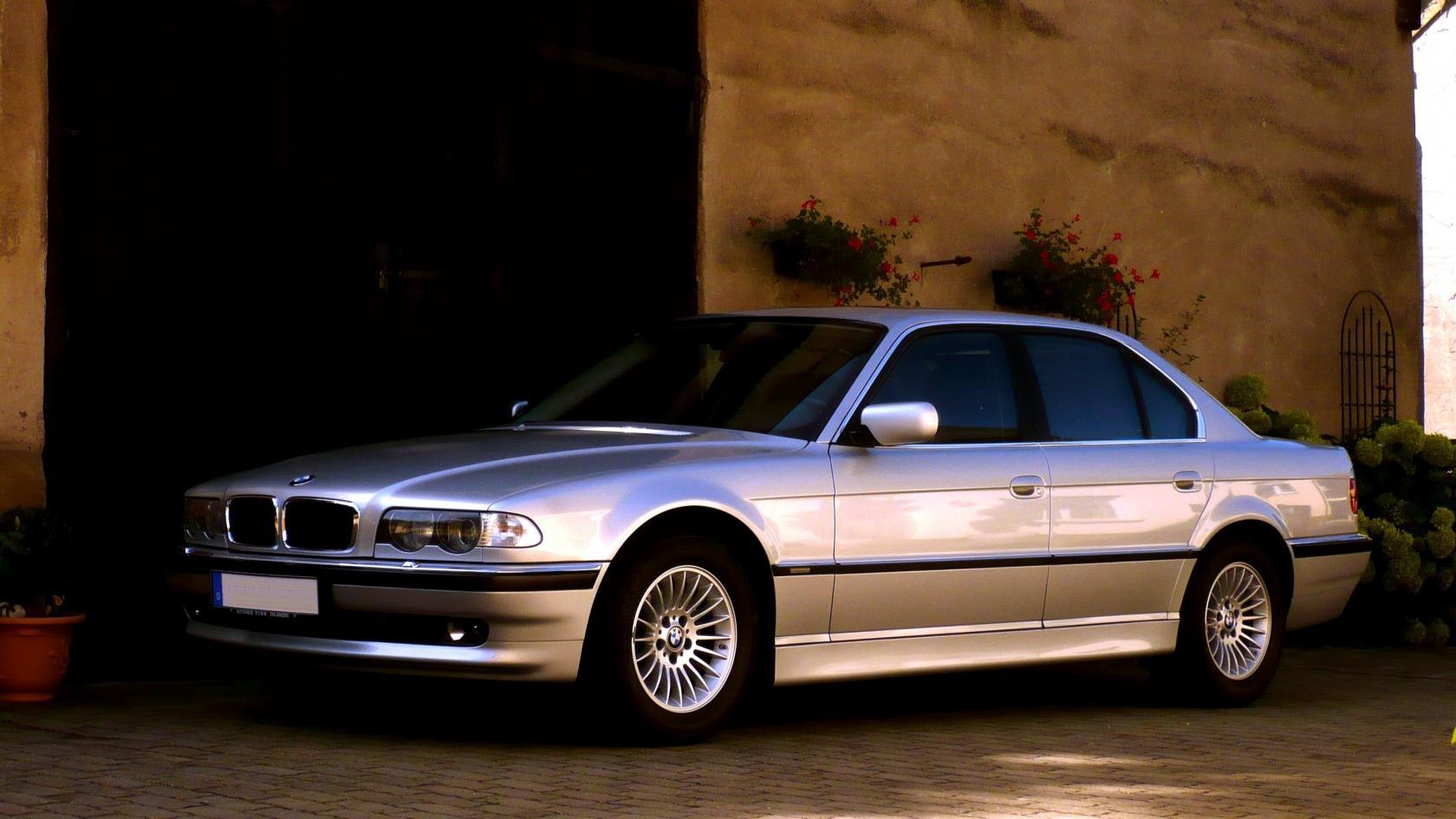 BMW-E38-9.jpeg