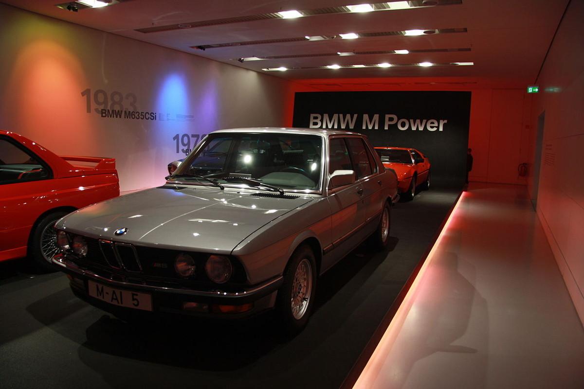 BMW-M5-E28-12.jpg