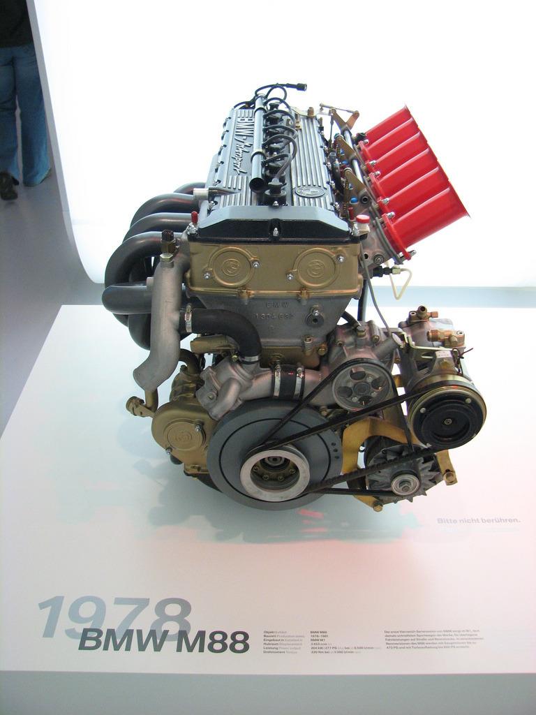 BMW-M5-E28-8.jpg