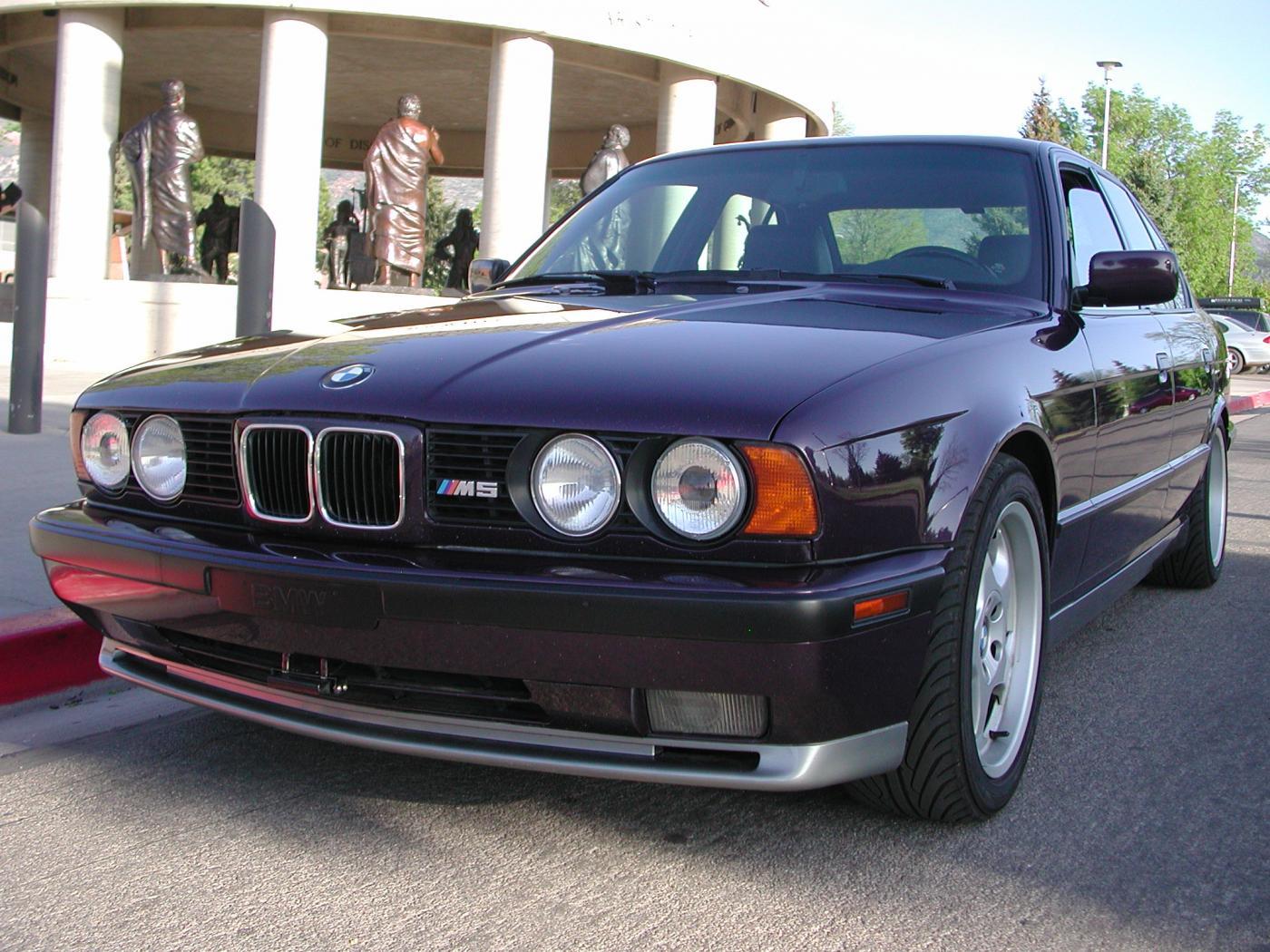BMW-M5-E34--.jpeg