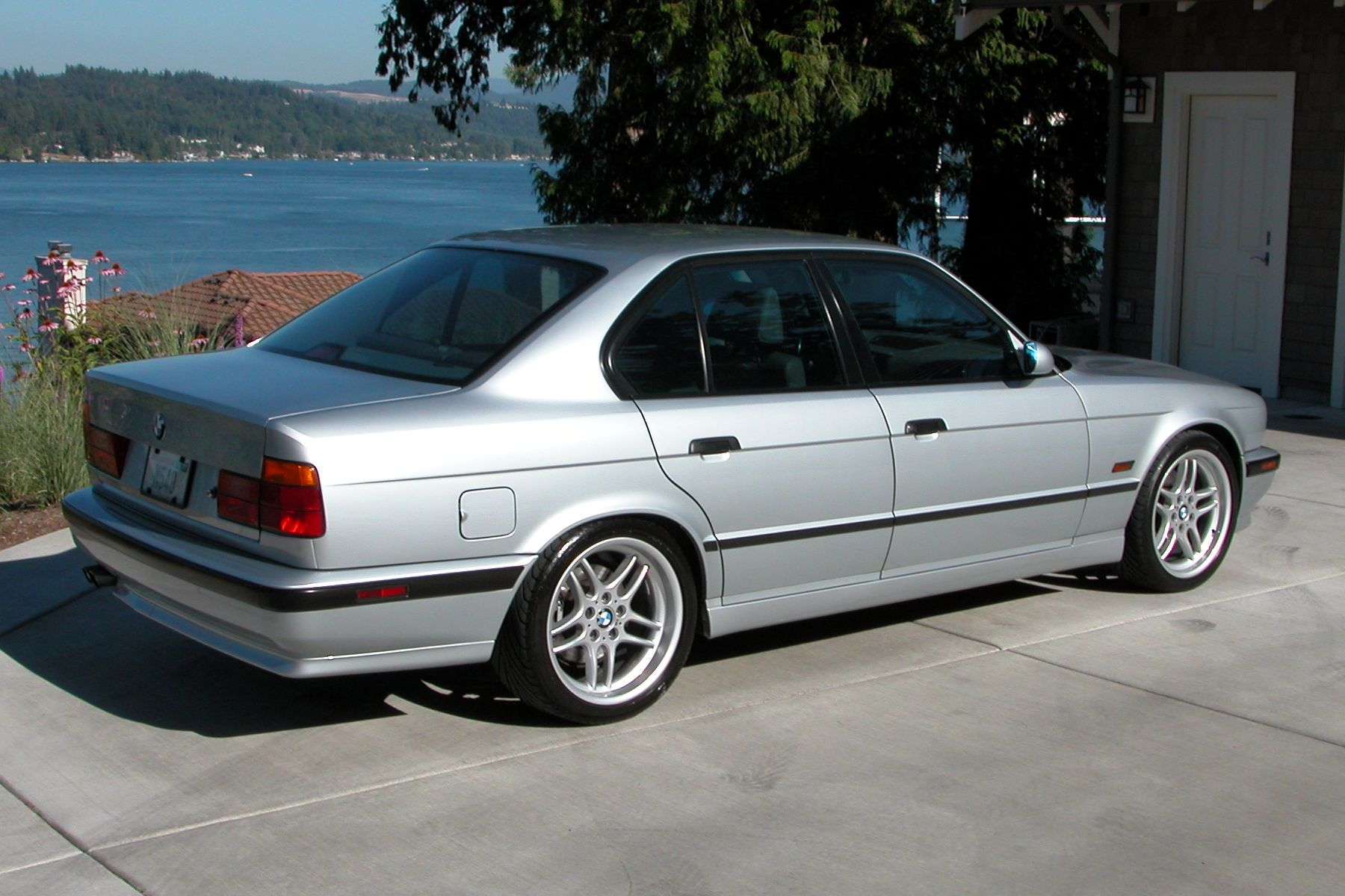 BMW-M5-E34-Facelift.jpg