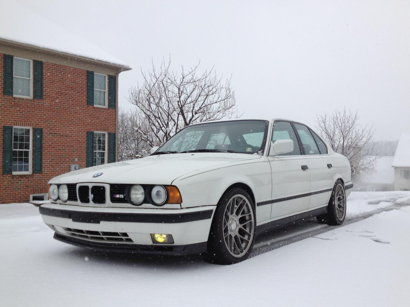 BMW-M5-E34-blanche.jpeg