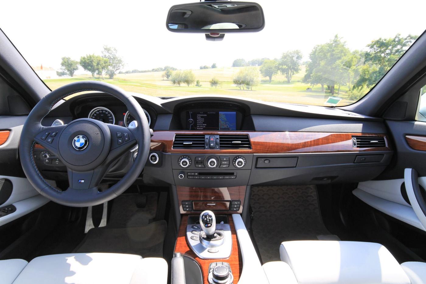 BMW-M5-E60-2
