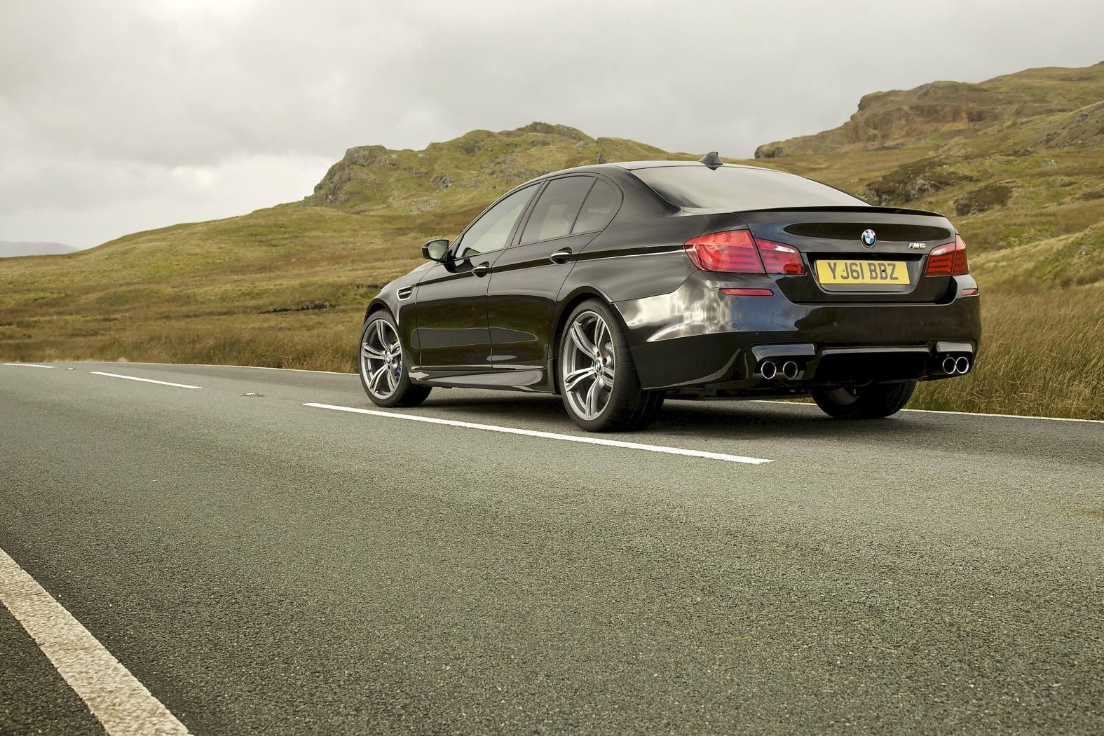 BMW-M5-F10-11.jpeg
