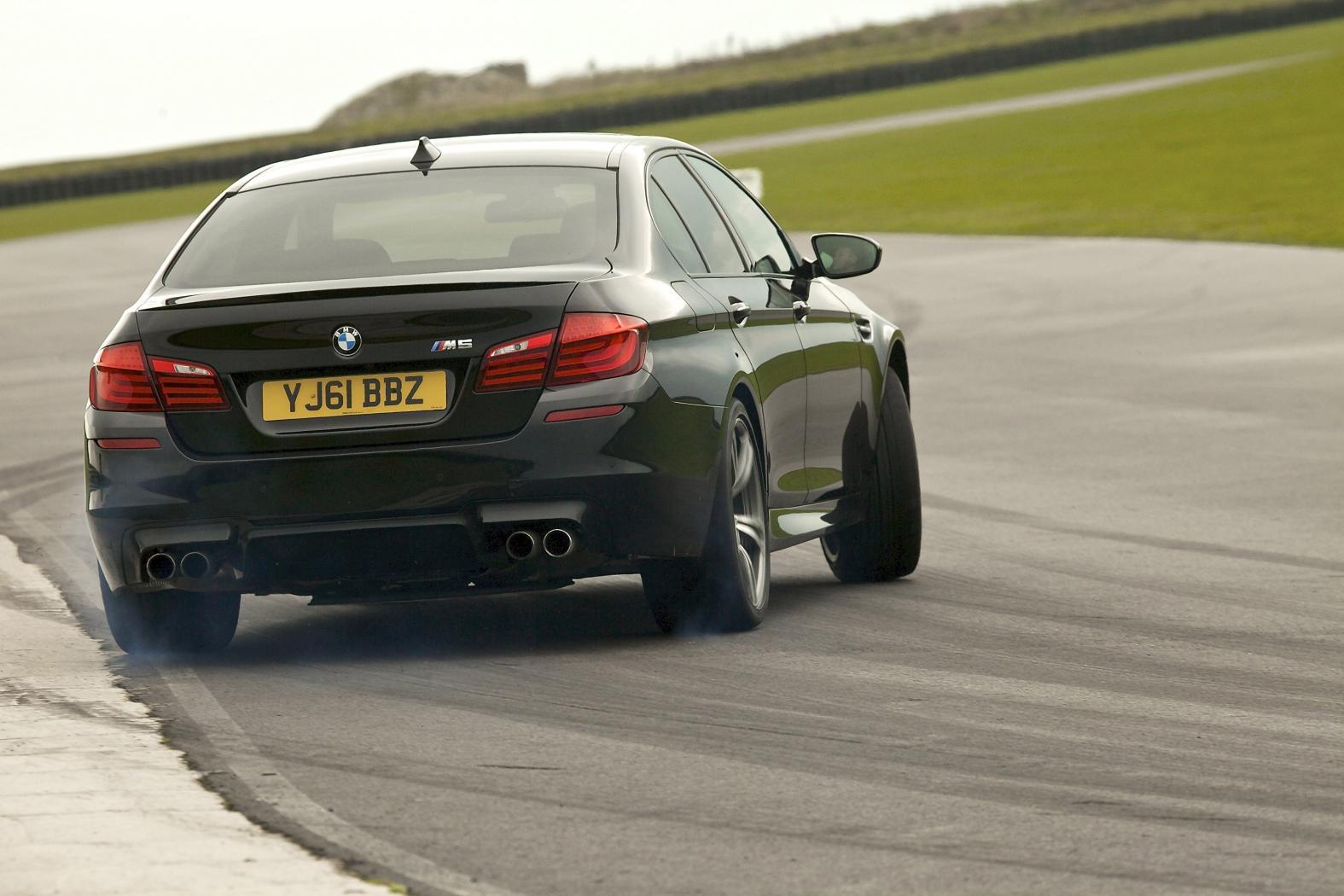 BMW-M5-F10-5.jpeg