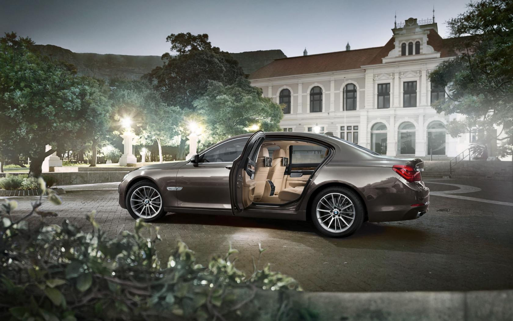 BMW-Serie-7-F01-11.jpeg