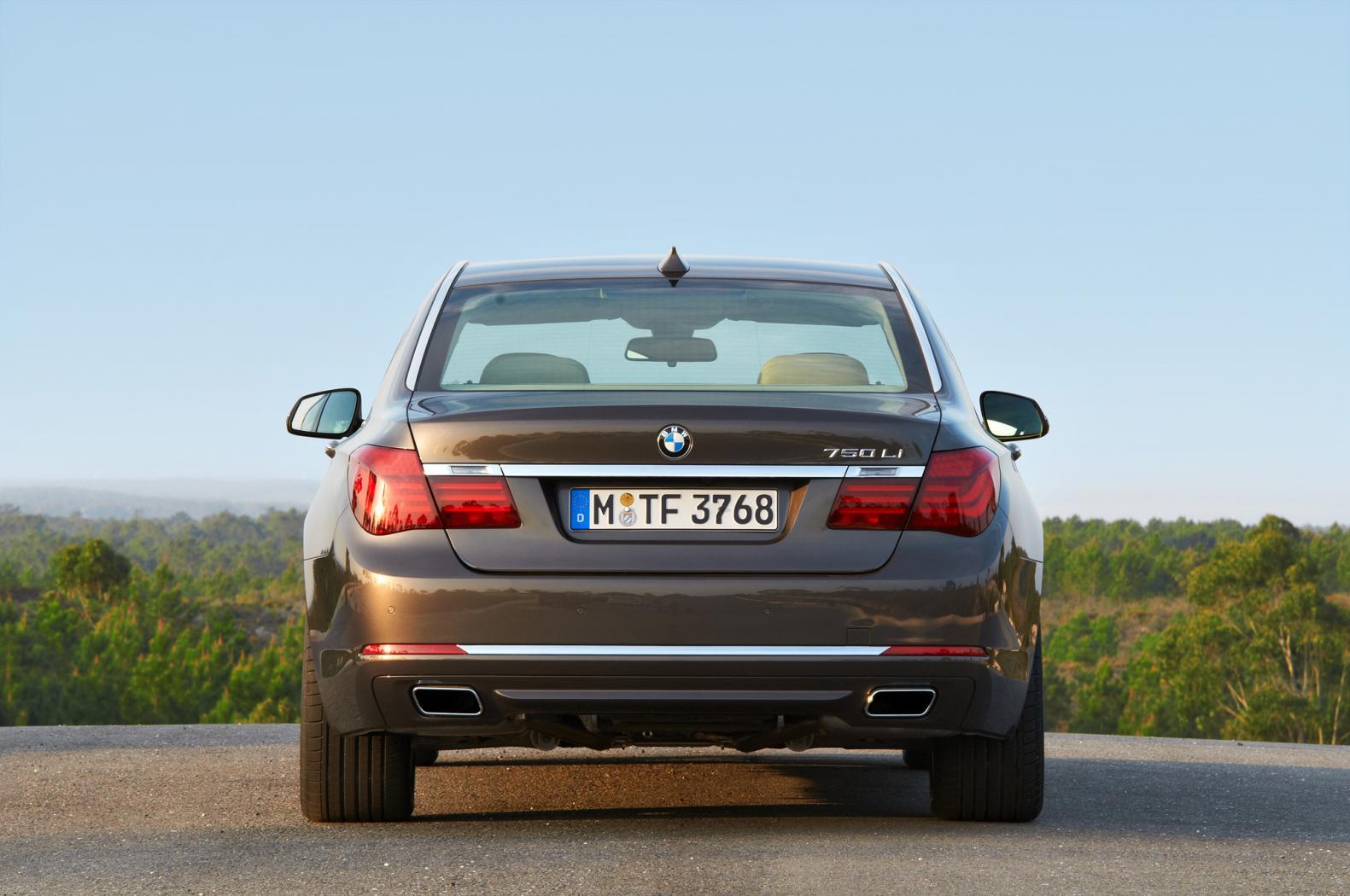 BMW-Serie-7-F01-12.jpeg