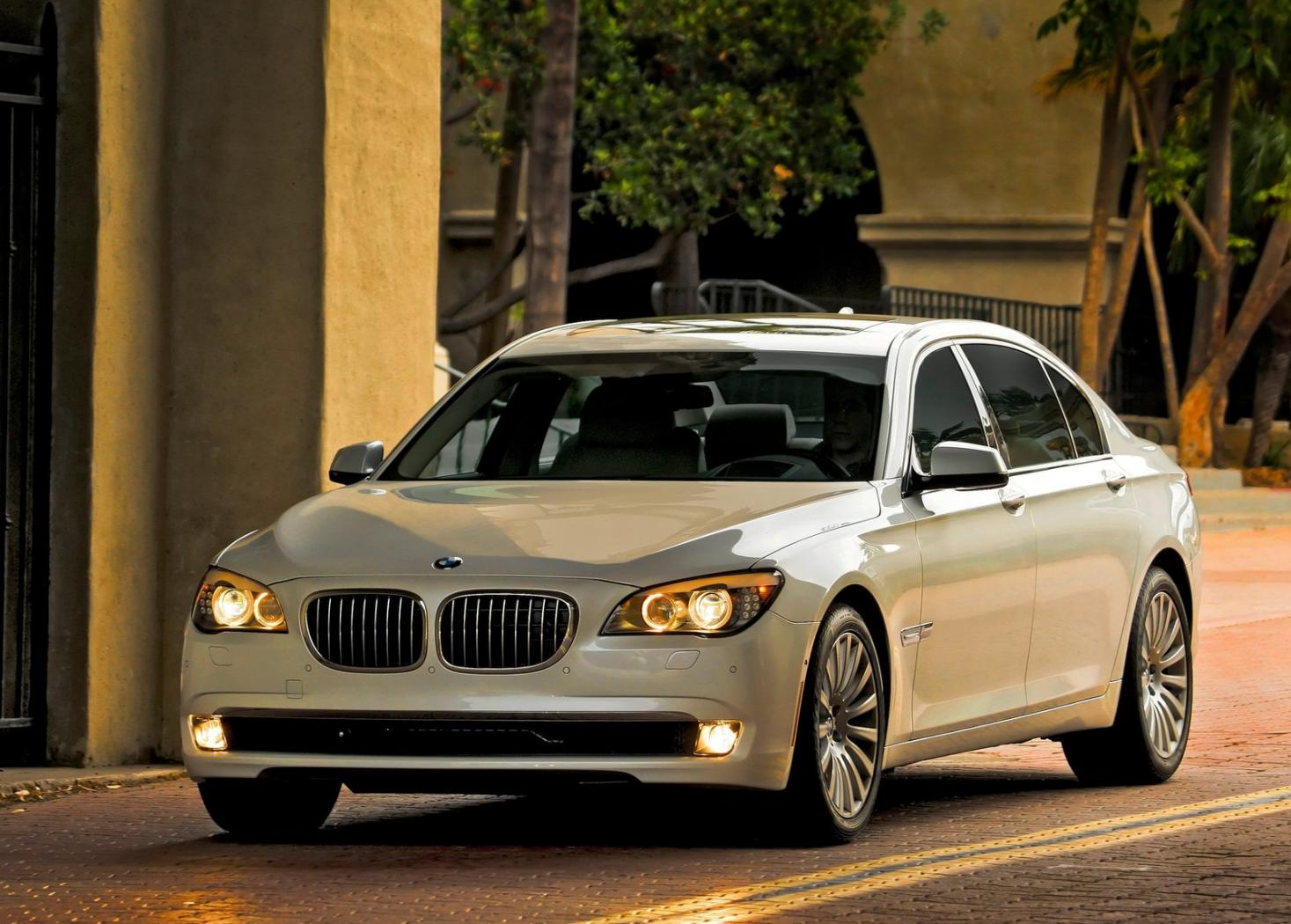 BMW-Serie-7-F01-7.jpeg