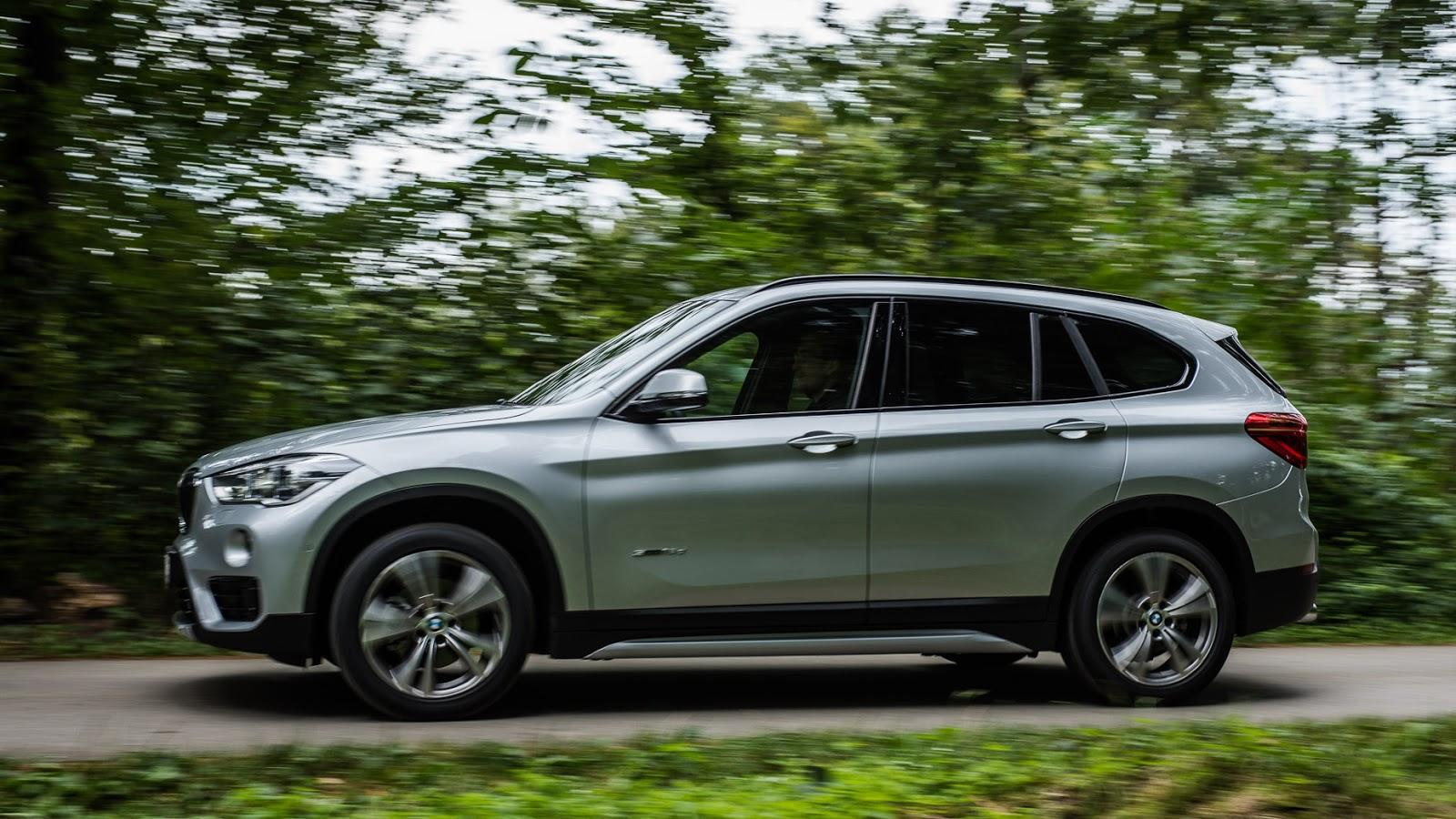 BMW-X1-F48-2.jpg