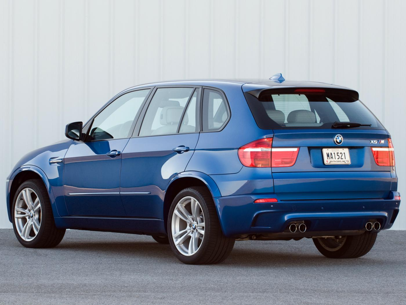 BMW-X5-M-E70-2