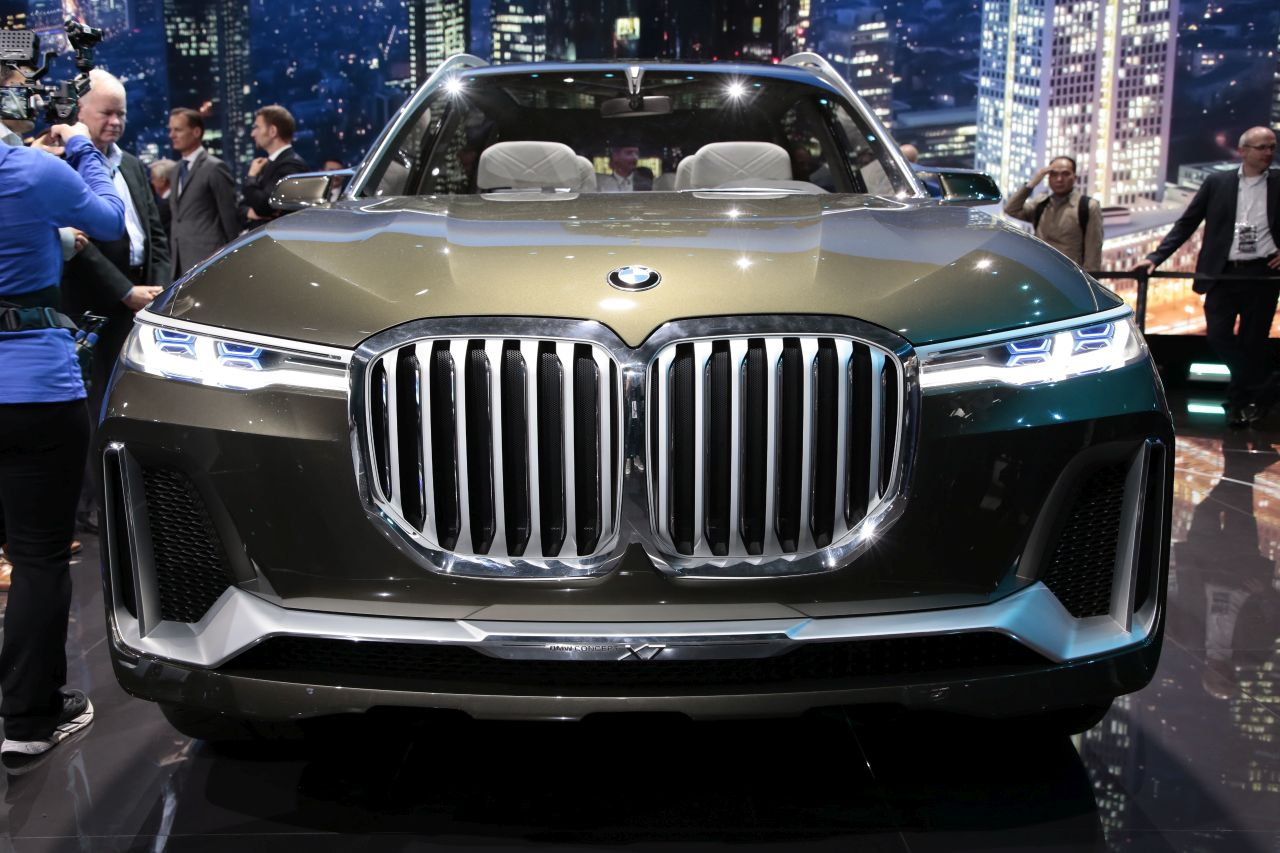 BMW-X7-3.jpg
