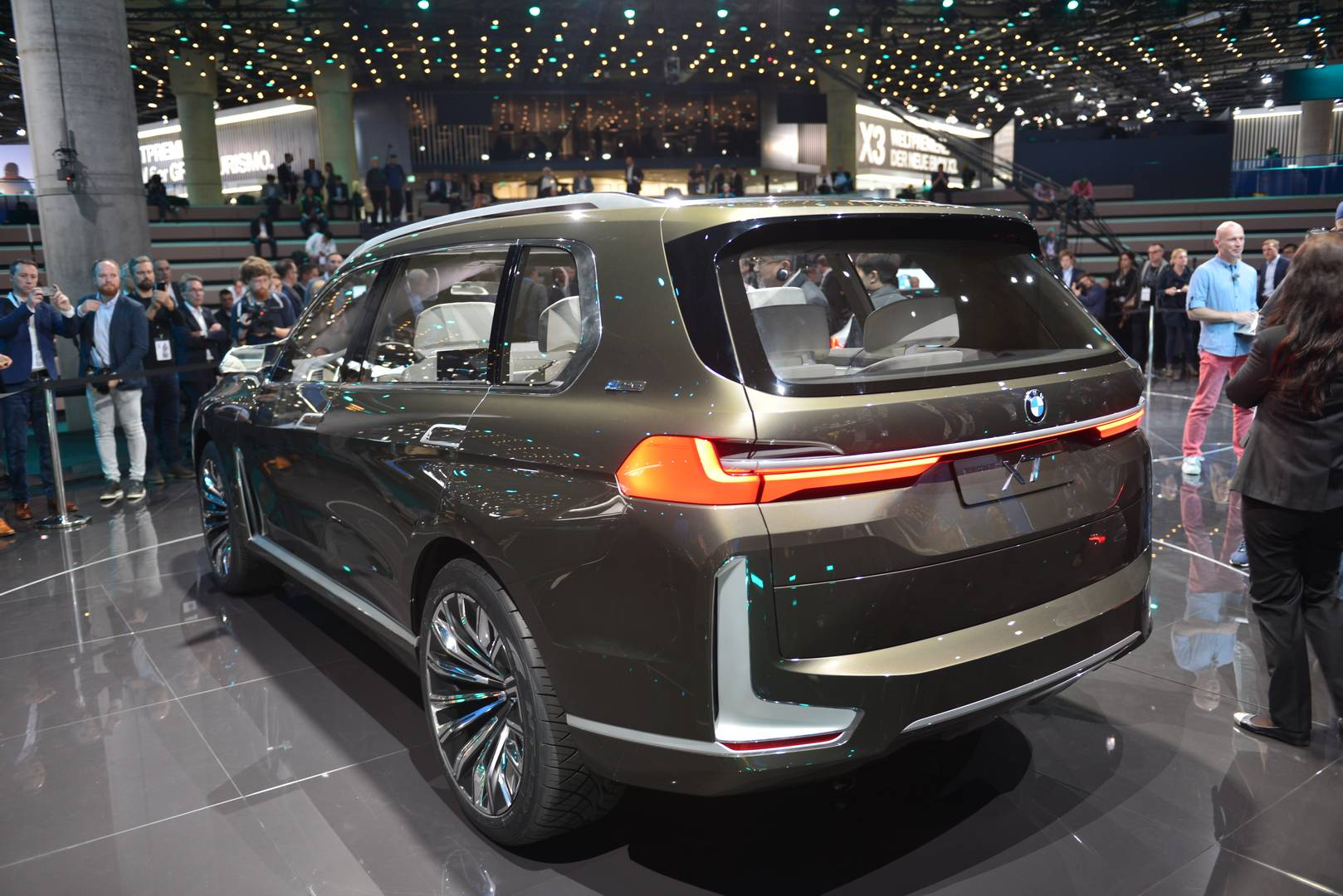 BMW-X7-4.jpg