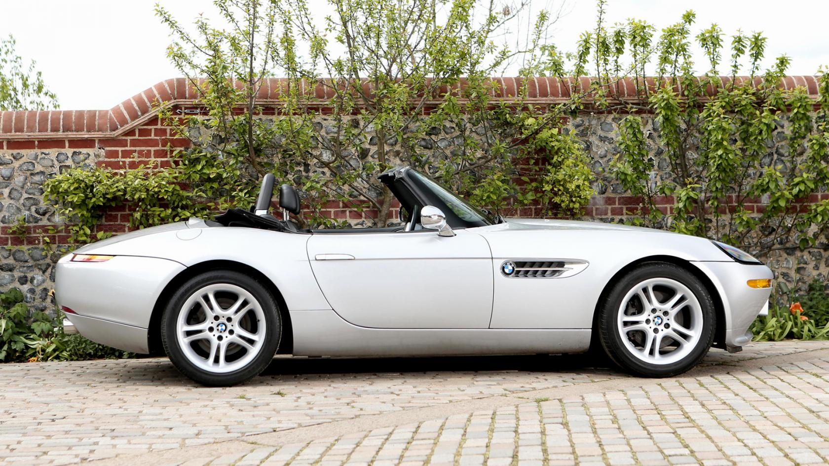 BMW-Z8-face-laterale.jpeg
