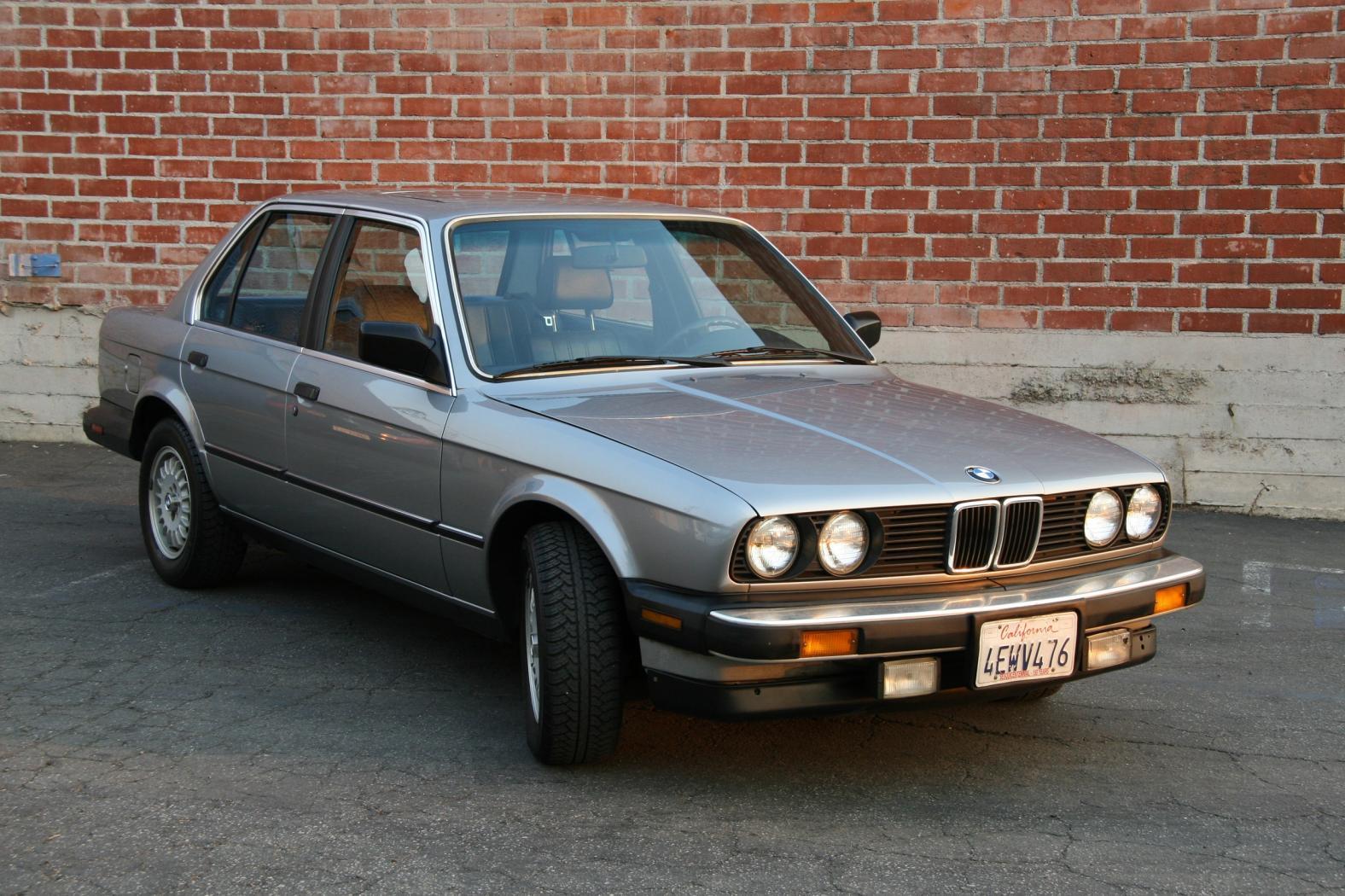 BMW-serie-3-E30-1