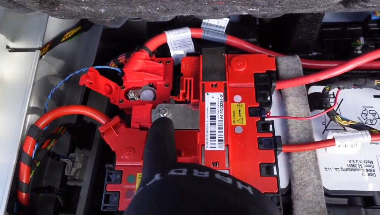 BMWX3F25-Tuto-remplacement-batterie-10.jpg