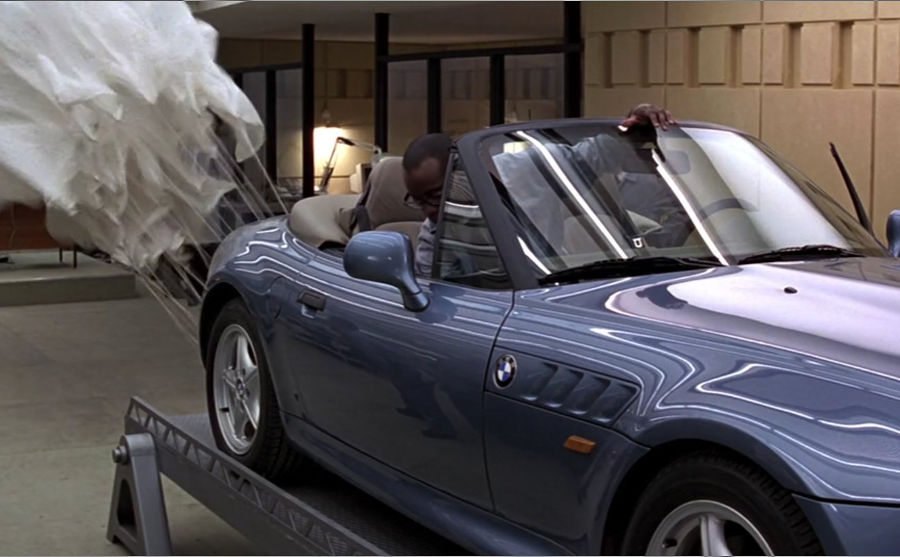 BMW_Z3_james_bond_parachute.jpg