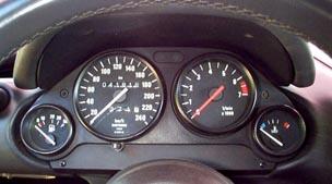 Combine-d-instruments-avec-compte-tours-BMW-Z1.jpg