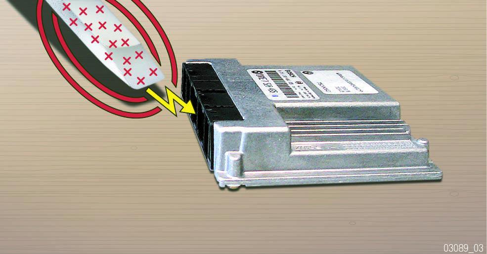 Decharge-electrique-d-un-objet-dans-un-composant.jpg