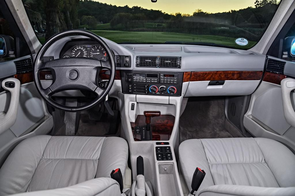 Interieur-BMW-540i-E34.jpeg