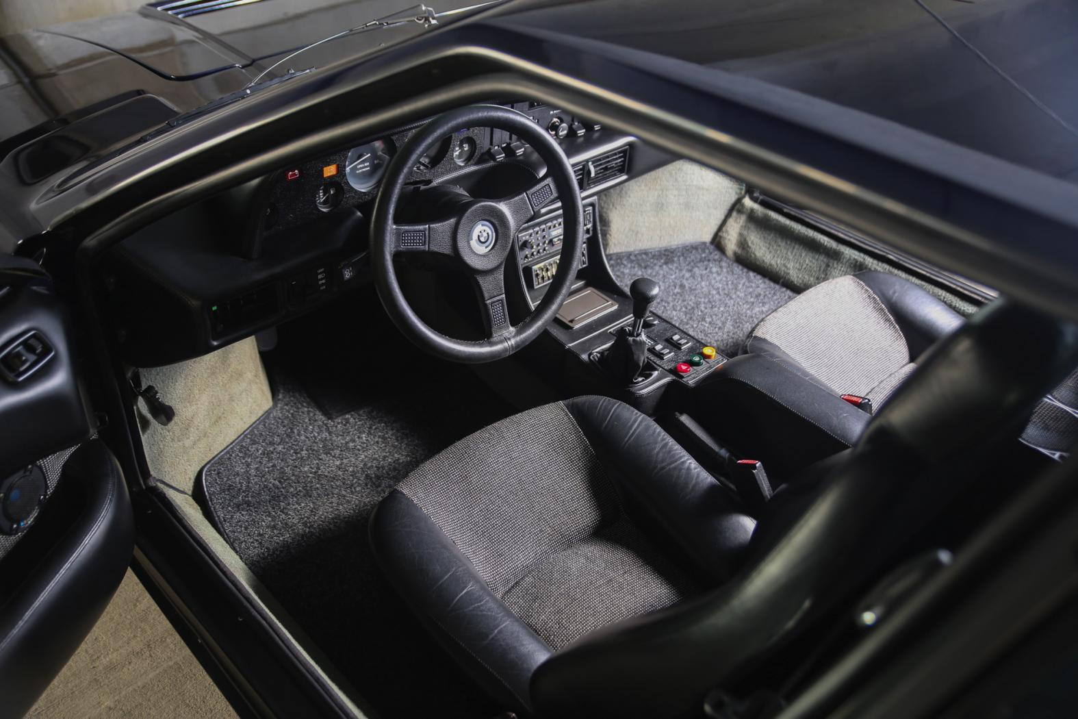 Interieur-BMW-M1.jpeg