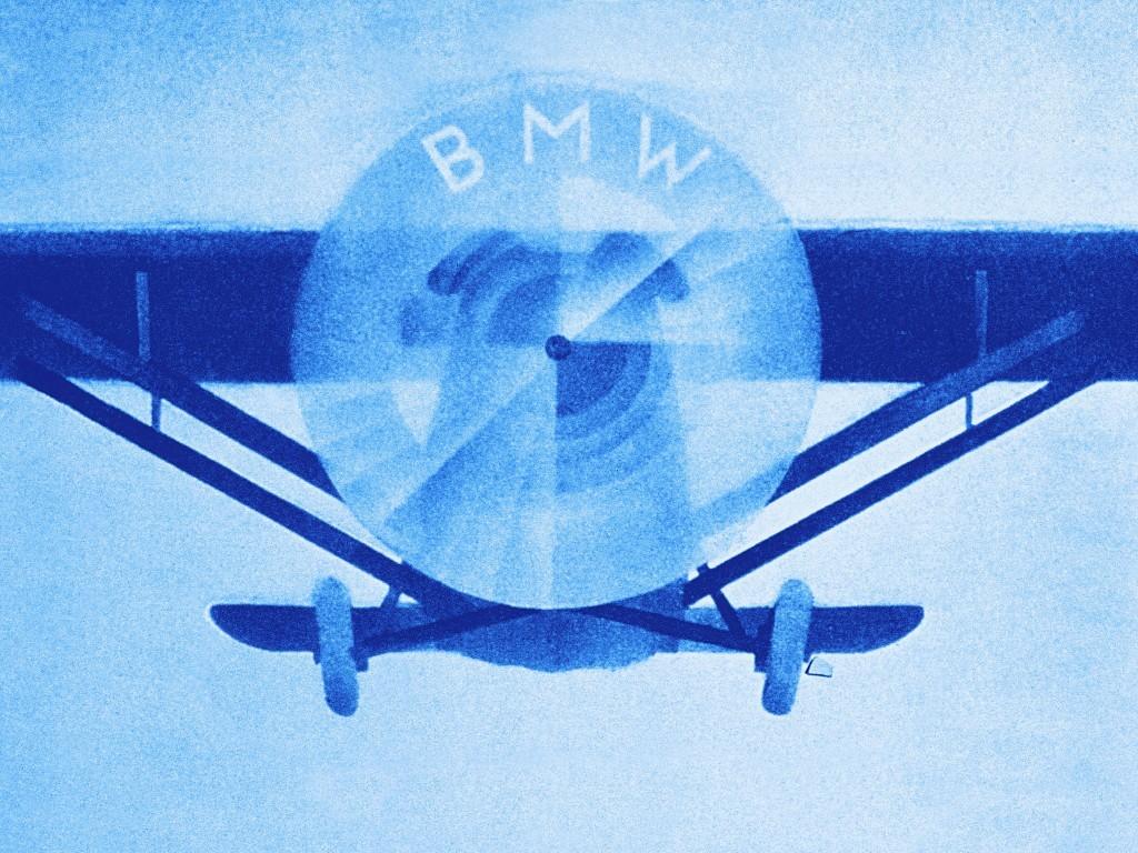 L-affiche-publicitaire-BMW-helice-d-avion.jpg