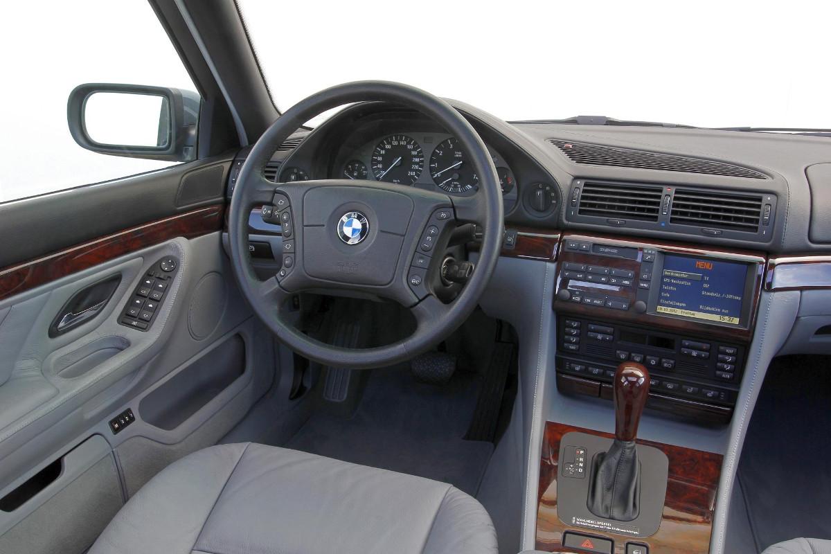 Le-business-des-mises-a-jour-GPS-BMW-1.jpg