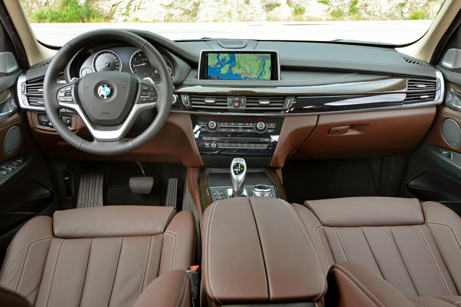 Poste-de-conduite-BMW-X5.jpeg