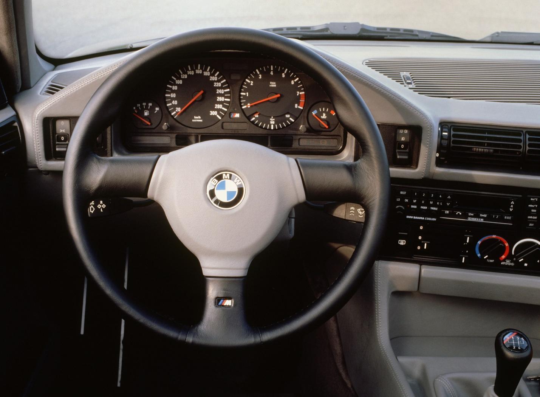 Poste-de-conduite-M5-E34.jpeg