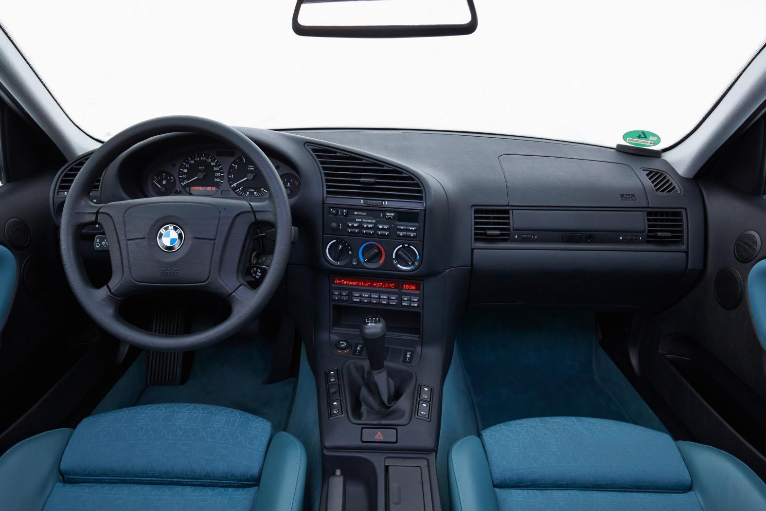 Poste-de-conduite-Serie-3-E36.jpeg