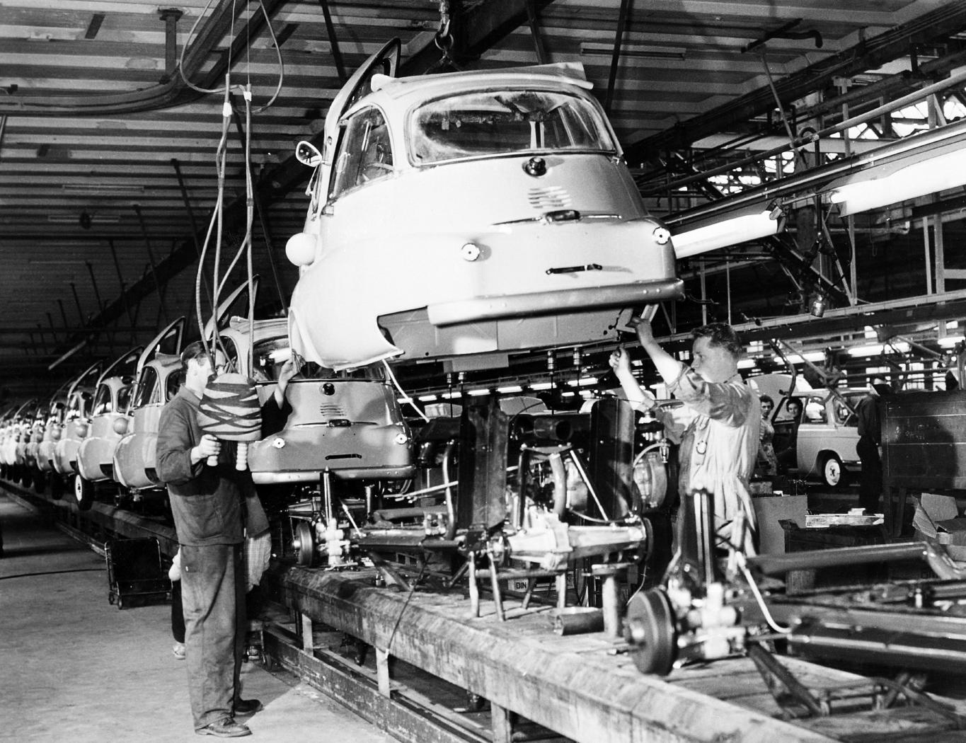 Production-de-la-BMW-Isetta.jpeg