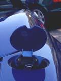 Trappe-de-reservoir-de-carburant-BMW-Z1-remplacee-sans-etiquettes.jpg