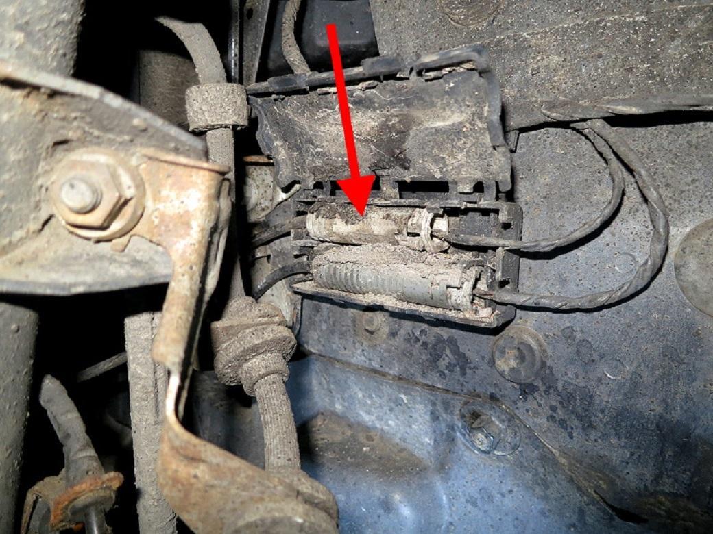 Tuto-remplacement-des-disques-et-plaquettes-de-freins-de-la-BMW-Serie-1-E87-4.jpeg