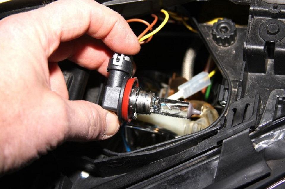 Tutoriel-comment-ameliorer-les-feux-dune-BMW-3-E90--4.jpg