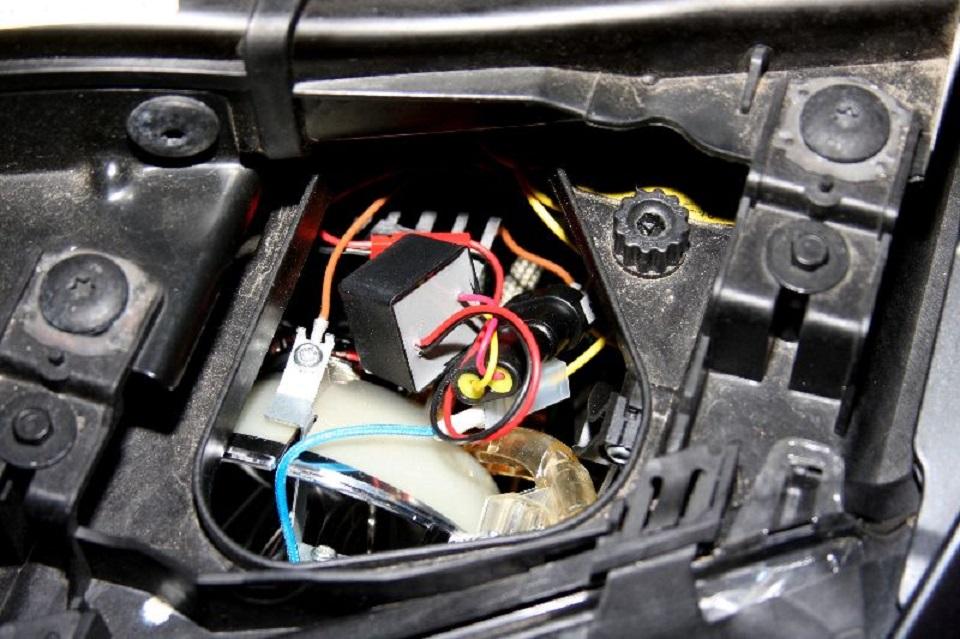 Tutoriel-comment-ameliorer-les-feux-dune-BMW-3-E90--8.jpg
