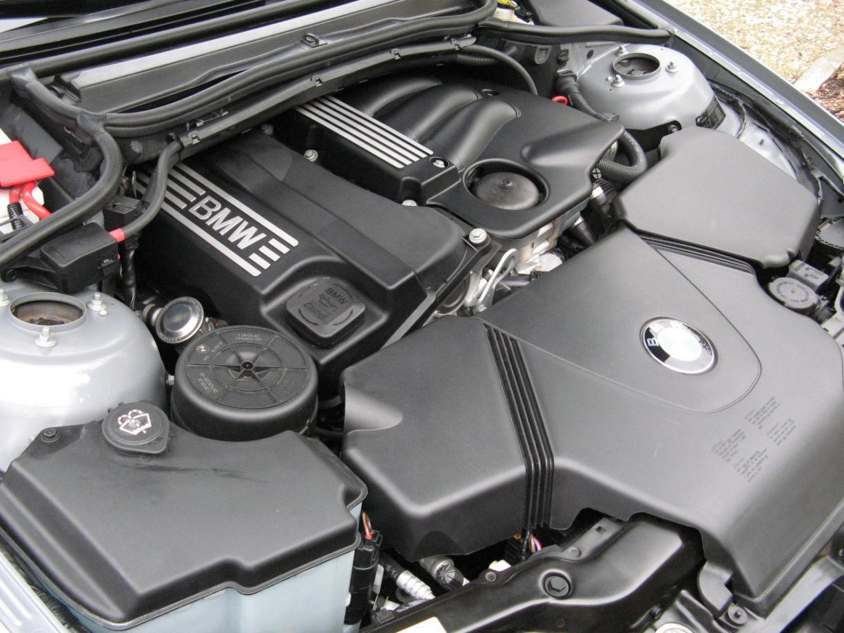 moteur-de-la-BMW-Serie-1-E87-2.jpeg